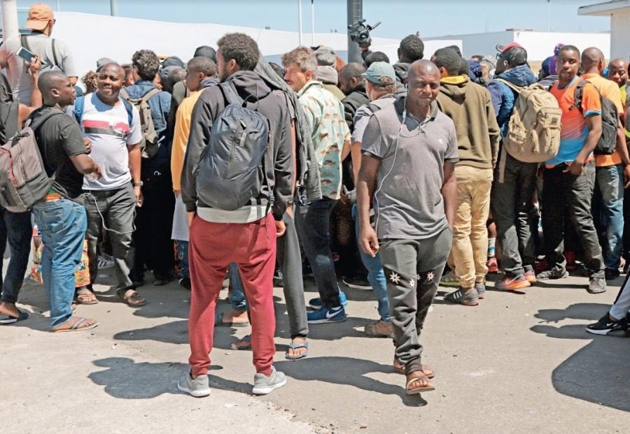 Por México, caen 28% los arrestos de la migra: EU