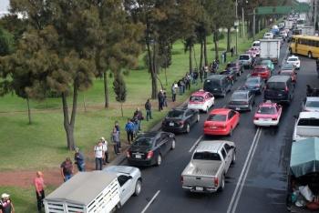 Policías federales liberan carriles de Anillo Periférico