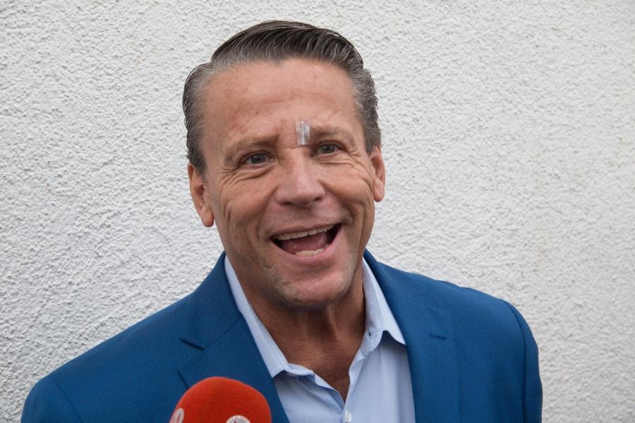 Adame pagará un millón y medio si no se presenta a pelear, dice Carlos Trejo