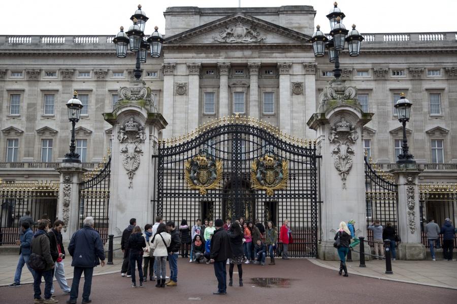 Un intruso se cuela al palacio de Buckingham mientras la Reina Isabel II dormía