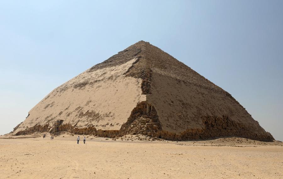 Egipto abre a turistas famosa pirámide