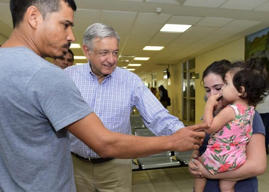 AMLO continúa su visita a unidades médicas IMSS-Bienestar en Tomatlán, Michoacán