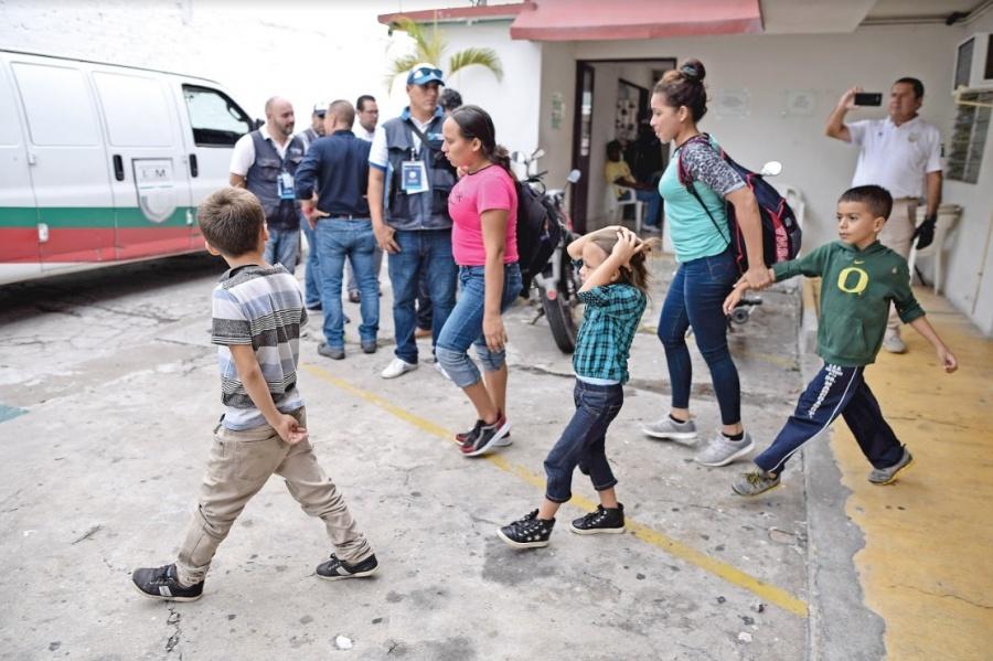 """Solicitantes de refugio, incluso niños, deben ser """"fichados"""""""