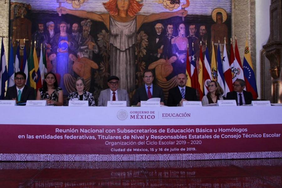 La formación de mexicanos incorruptibles es una meta clara: Moctezuma Barragán