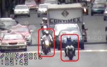 VIDEO: Persiguen y detienen a ladrones motociclistas en Iztacalco