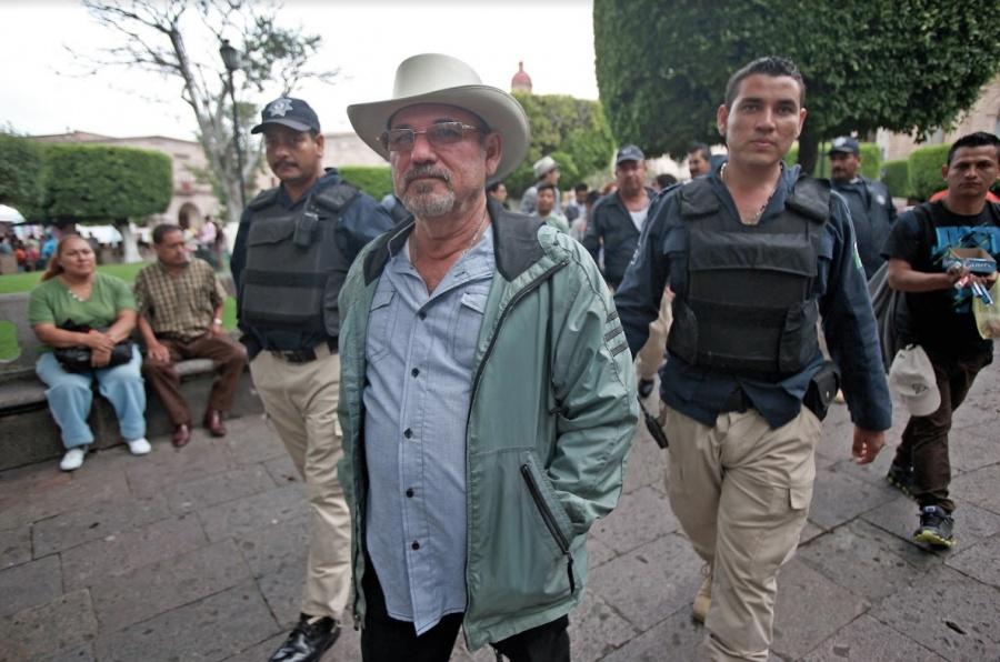 Hipólito Mora retoma armas por inseguridad