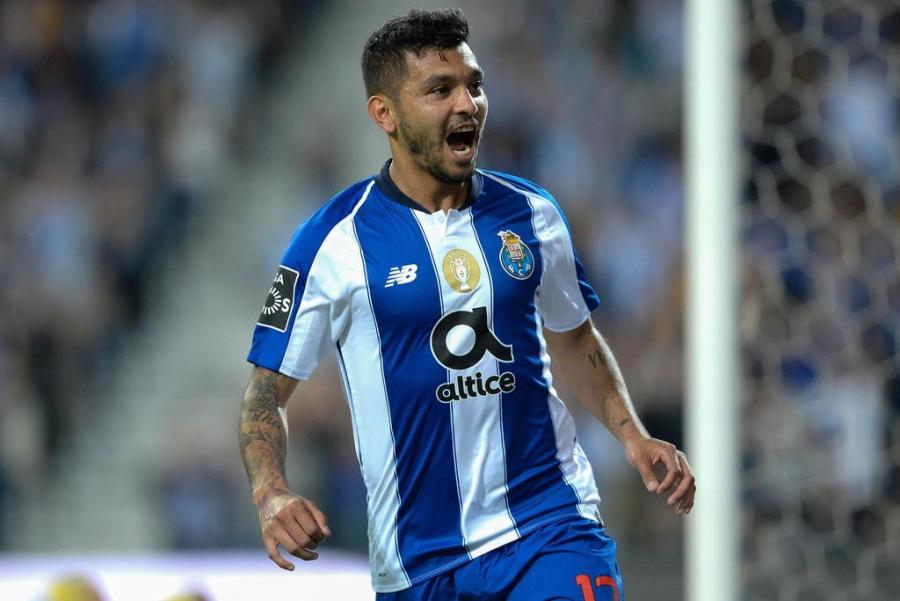 """""""Tecatito"""" Corona será uno de los capitanes del Porto tras salida de Herrera"""