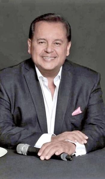 Talento del Cantante Salvador rivera brilla en la Voz Senior