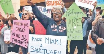 Demandan a Florida por ir contra refugios