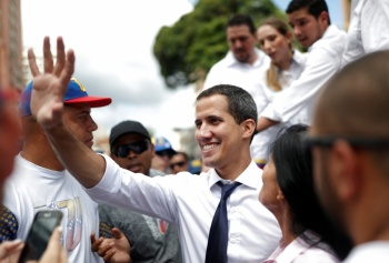 Gobierno de Trump redestinaría 40 mdd para ayudar a oposición de Venezuela
