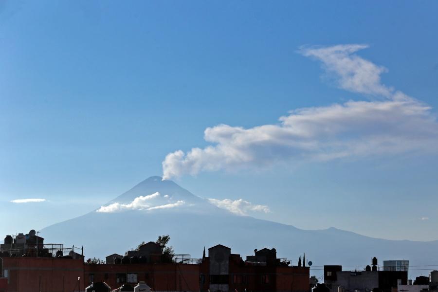 Reportan caída de ceniza en municipios mexiquenses tras emisión del Popocatépetl