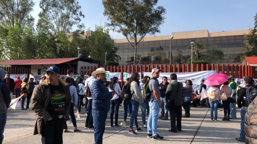 Campesinos bloquean accesos de la Cámara de Diputados