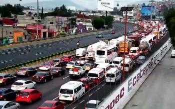 Retiro de puente en autopista México-Pachuca provoca caos vial
