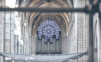 Persiste olor a quemado en Notre Dame