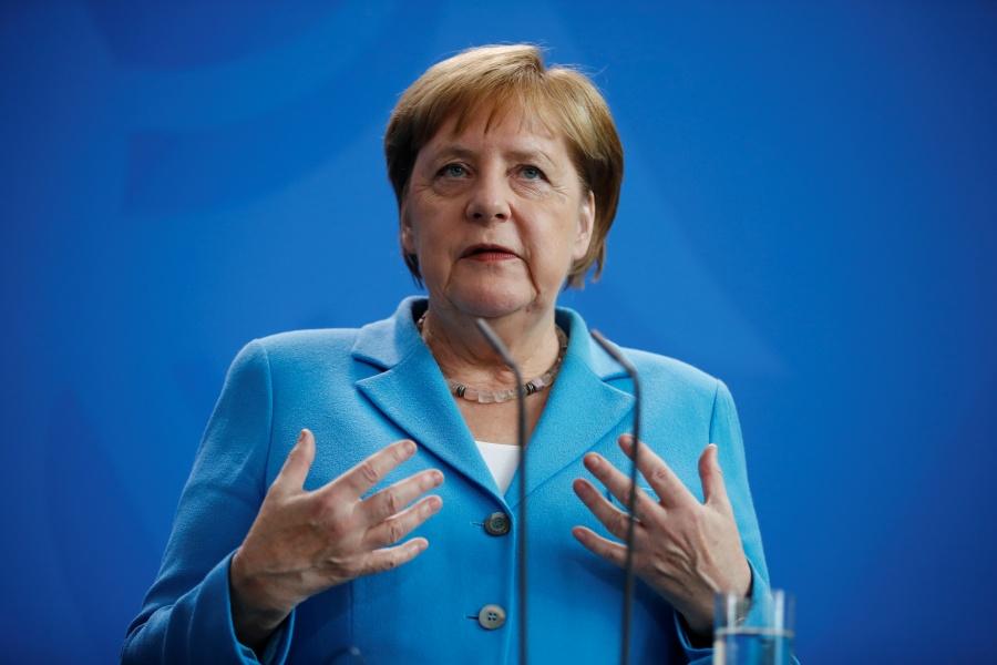 Merkel se distancia de Trump por declaraciones racistas contra legisladoras