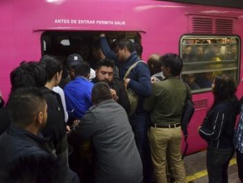 Caos en el Metro: cierran seis estaciones en la Línea 8 por una hora