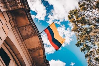Es festejado el Día de la Independencia en Colombia con desfile militar