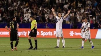 Se impone Ibrahimovic a Carlos Vela en el clásico angelino
