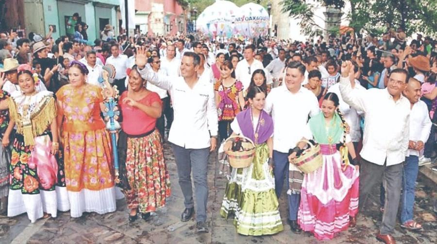 Murat inaugura en Oaxaca el Festival de los Moles