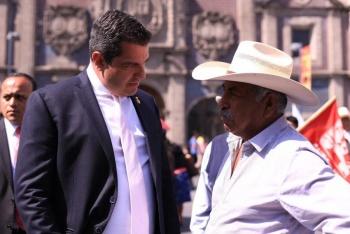 Atiende Ricardo Peralta peticiones de organizaciones de campesinos