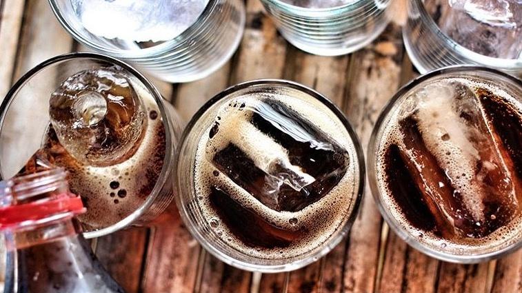 ¿Qué tan malo es para tu cuerpo consumir bebidas light?