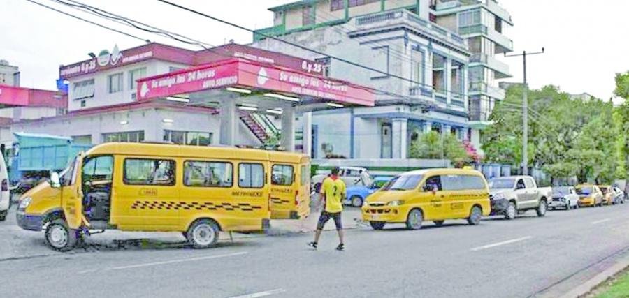 """""""Hay más coches"""": Cuba sobre escasez de gasolina"""