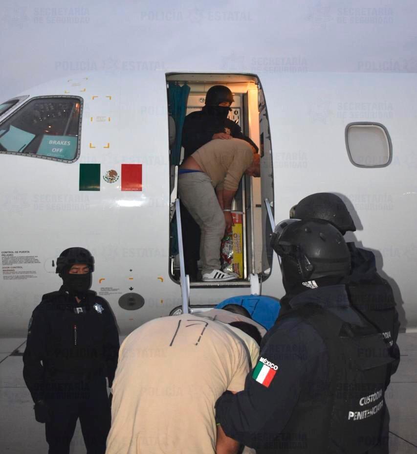 Trasladan a 91 presos a diversos penales federales