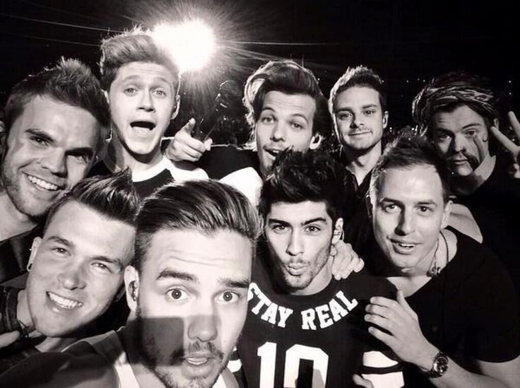 Louis Tomilson agradece la celebración del aniversario de One Direction