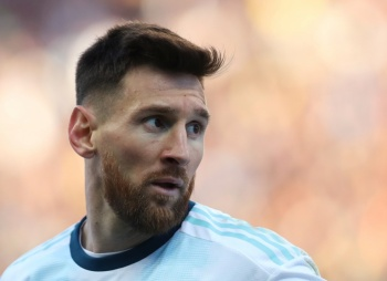 Conmebol suspende con un juego a Messi