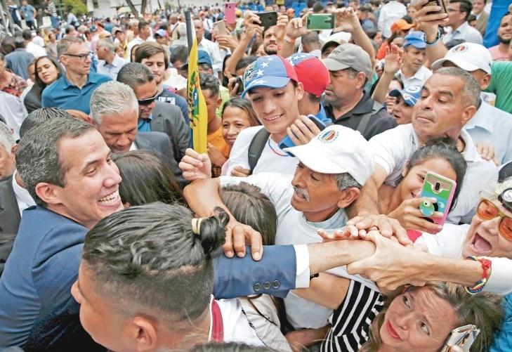 Trump da 6 meses a Maduro para irse