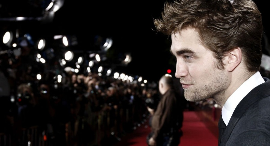 Robert Pattinson es defendido por Michael E. Uslan