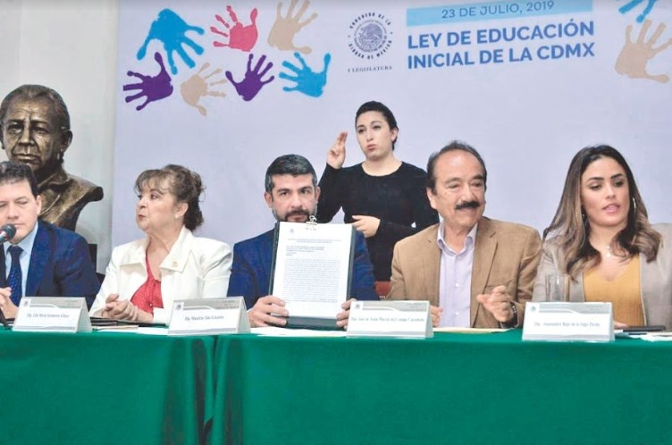 Va Congreso CDMX por innovar en educación