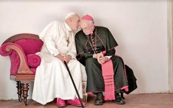 Muestran a Hopkins como el Papa