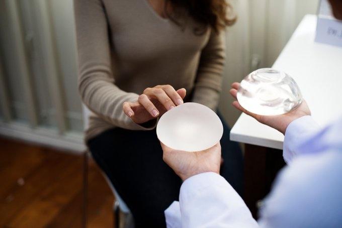 Implantes vinculados con un raro tipo de cáncer son retirados a nivel mundial