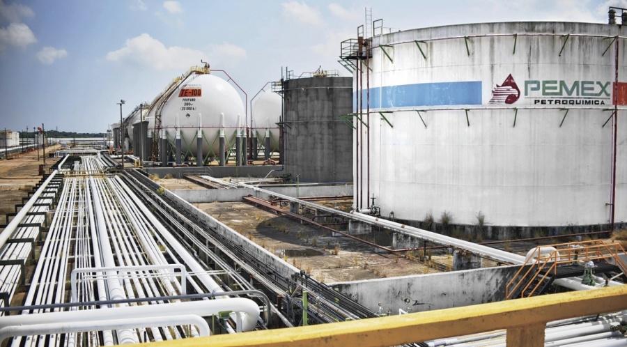 Reconoce AMLO que recursos públicos son insuficientes para reactivar industria petroquímica