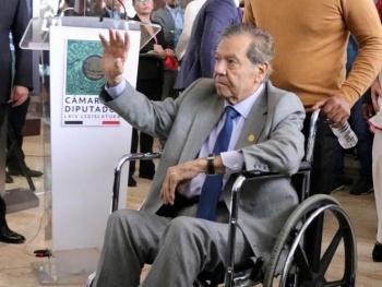 Muñoz Ledo es sometido a cirugía de vesícula