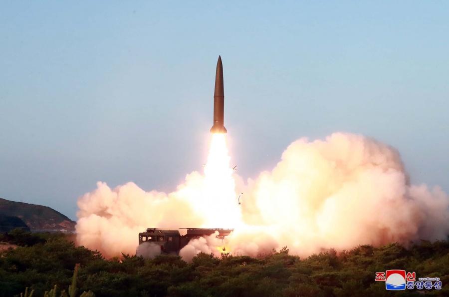 Corea del Norte lanza misiles teledirigidos en advertencia a Surcorea