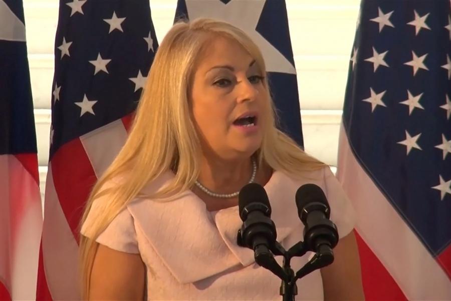 Manifestantes puertorriqueños se oponen a sustituta de Rosselló