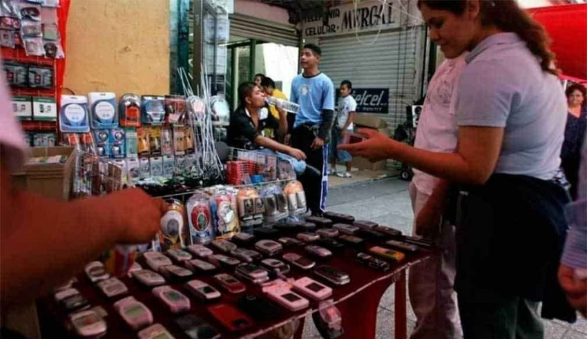 Caen cinco en operativos contra venta de celulares en CDMX