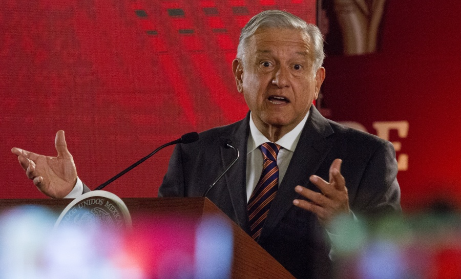 SEP invalida documento que pide aplausos para AMLO