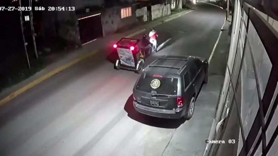 VIDEO: Conductor de mototaxi salva a una joven de ser secuestrada en el Edomex
