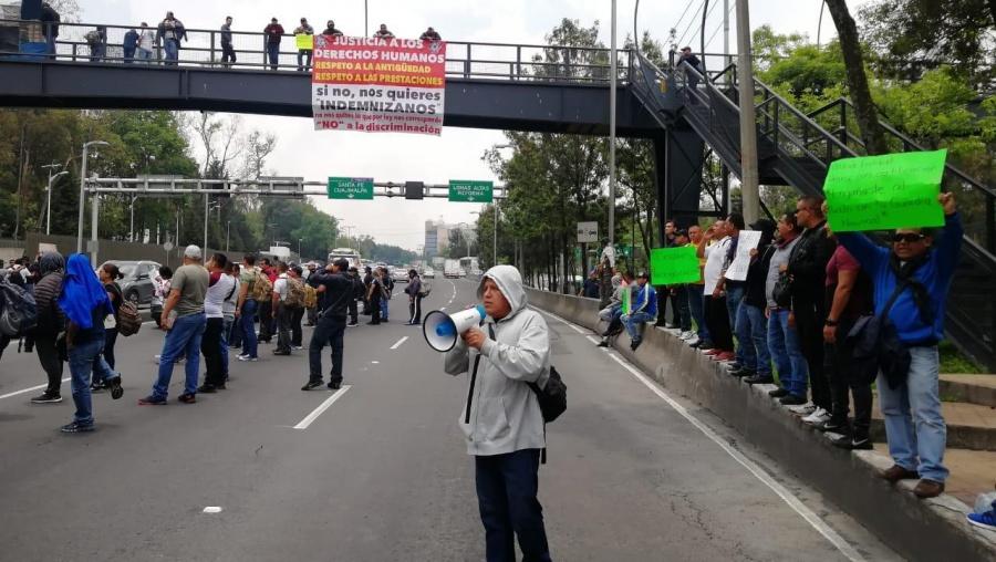 Policías Federales bloquean carril frente a la CNDH