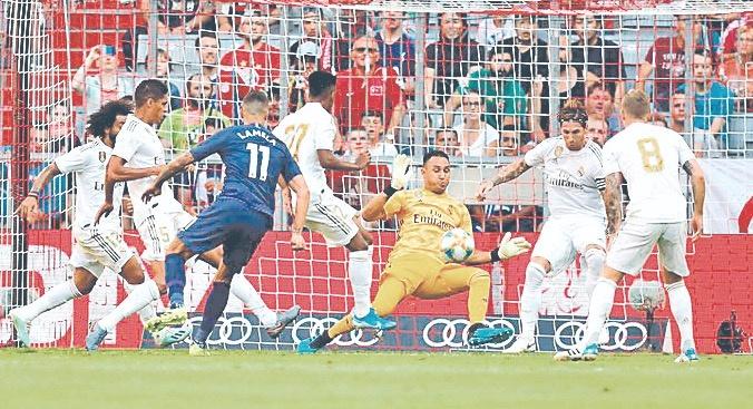 Navas salva al Real Madrid de goleada ante el Tottenham