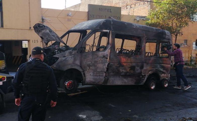 Incendian camioneta de transporte público en la Gustavo A. Madero