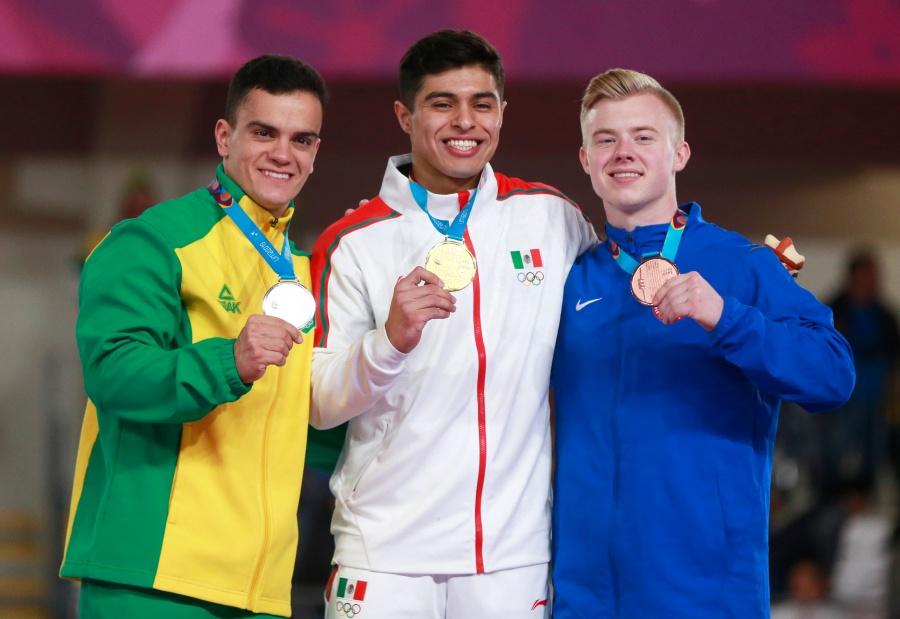 Medalla histórica, Isaac Núñez se lleva el oro en barras paralelas