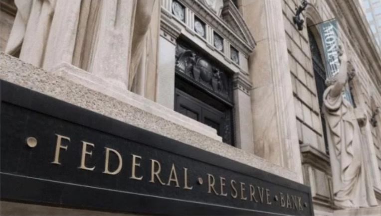 FED baja tasas de interés, a entre 2 y 2.25%