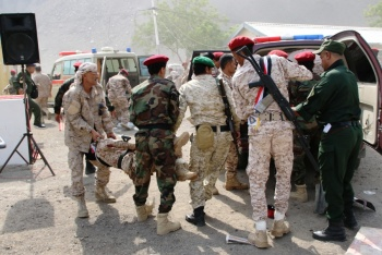 Mueren 32 personas en atentado rebelde en Yemen