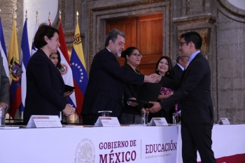 Entrega SEP becas a jóvenes mexicanos para que continúen estudios en Francia