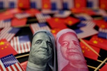 China deja caer el Yuan y detiene compras agrícolas de EU