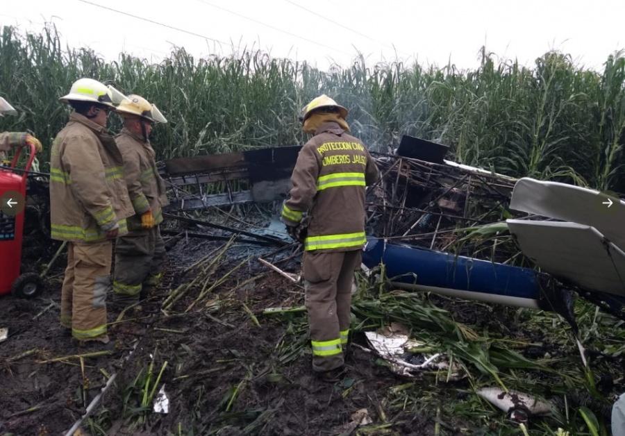 Avioneta se desploma y deja un muerto en Tototlán